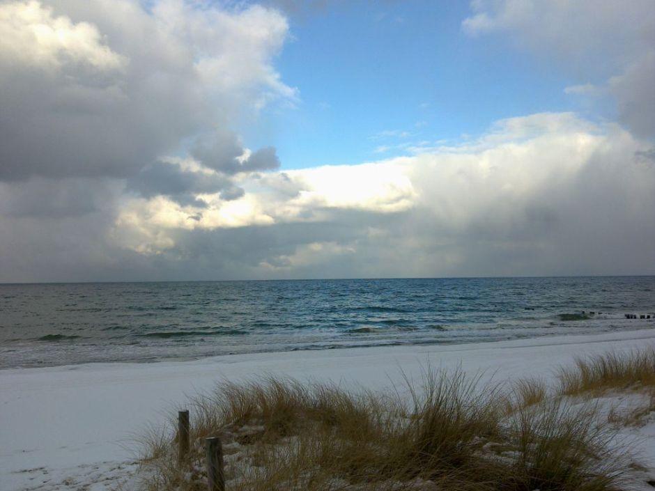Das Meer unter den Wolken grün, unter der Sonne blau !